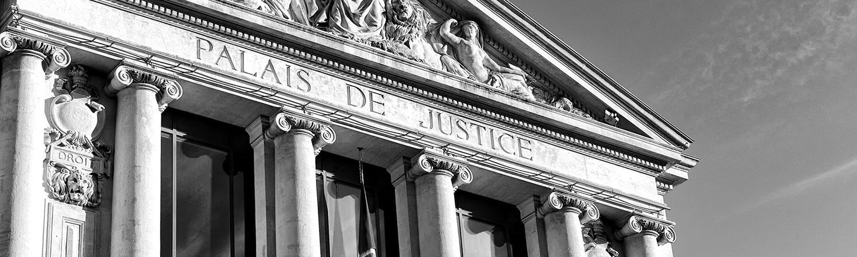 Servitude légale de passage en cas d'enclave conventionnellement aménagée et renonciation du précédent propriétaire